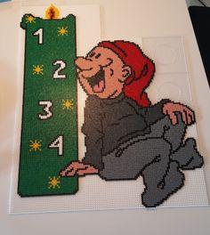 Det kreative hjørne – – Et univers af inspiration Christmas Perler Beads, Christmas Cross, Christmas Elf, Hama Beads Design, Hama Beads Patterns, Beading Patterns, Iron Beads, Knitting Charts, Diy And Crafts