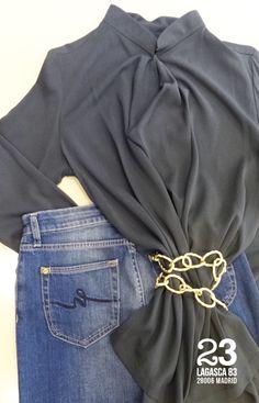 Vaqueros con Swarovski elements, camisa de crep y cinturón de cadena, te lo pondrás con todo. #23CB en Lagasca 83.