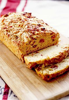 5 Minutes To Create Bacon Gruyere Beer Bread From Insockmonkeyslippers Com