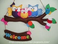 Pink fairy tale Workshop: Felt the owl door trim Owl Crafts, Preschool Crafts, Diy And Crafts, Felt Owls, Felt Animals, Felt Wreath, Felt Mobile, Felt Baby, Felt Decorations