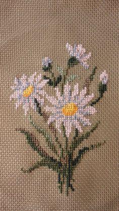 Flower Buds free cross stitch pattern from Alita Designs Tiny Cross Stitch, Cross Stitch Flowers, Cross Stitch Designs, Cross Stitch Patterns, Cross Stitching, Cross Stitch Embroidery, Cross Stitch Numbers, Crochet Cross, Hand Embroidery Designs