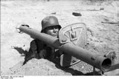 File:Bundesarchiv Bild 101I-671-7483-29, Reichsgebiet, Soldat mit Panzerabwehrwaffe.jpg