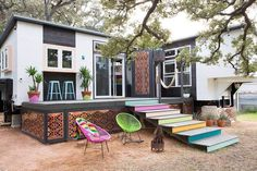 This is a 380 sq. ft. tiny home in Austin, Texas designed by Kim Lewis. What makes it unique, is that it consists of two tiny houses on trailers. The two units are combined by a shared deck. Have y…