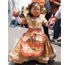 Resultado de imagen para trajes de fantasia con material reciclable faciles de…
