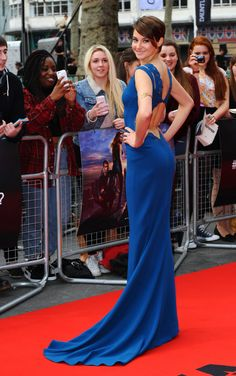 Shailene Woodley booty in a blue gown on the red carpet