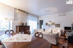A #Milano, nei pressi di Porta Vittoria, proponiamo in# vendita al prezzo di 750.000€ questo #appartamento con aria condizionata, parquet in Teack, bagno in marmo con vasca idromassaggio e portineria. Maggiori dettagli su B-Fly Home: #solobellecase