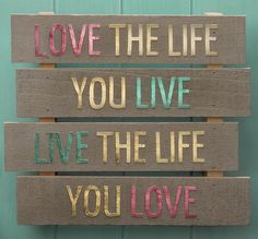 Create this stunning Love Life Palette to add to your home decor. Transform your favorite words to live by into unique wall art using die-cut letters and sophisticated foil finishes. Unique Wall Art, Diy Wall Art, Diy Wall Decor, New Crafts, Hobbies And Crafts, Pallet Crafts, Diy Pallet, Pallet Ideas, Wood Crafts