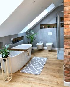 Easy Steps That Will Help You On Your Home Improvement Path for Bathroom Lighting Many people try to tackle home improvement jobs every day. Some succeed, while other either fail or find it too difficult to do and just give up. Home Best Bathroom Tiles, Loft Bathroom, Small Bathroom, Bathroom Lighting Design, Bathroom Interior Design, Appartement New York, Lofts, Amazing Bathrooms, Bathroom Inspiration