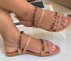 R A J E S H W A R I/// Pinterest: shrirajeshwari Pretty Sandals, Beautiful Sandals, Cute Sandals, Pretty Shoes, Cute Shoes Flats, Shoes Flats Sandals, Shoes Heels Boots, Vetement Fashion, Dream Shoes