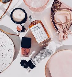 Flatlay Styling, High End Makeup, Beauty Review, Beauty Hacks, Beauty Tips, Makeup Storage, Drugstore Makeup, Makeup Collection, Makeup Junkie