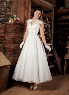 53 Najlepsich Obrazkov Z Nastenky Svadobne Saty Formal Dresses