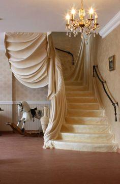 Gorgeous staircase - very fairy tale like! Beautiful Interior Design, Beautiful Architecture, Architecture Details, Interior Architecture, Interior And Exterior, Grand Staircase, Staircase Design, Escalier Art, Deco Originale