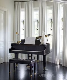 Simple drapery panels of ivory cotton on the surrounding windows ensure that nothing distracts from the songs played on the living room's heirloom baby grand piano. - Photo: Werner Straube / Design: Soledad Zitzewitz