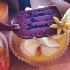 Travel Themed Wedding Cupcake