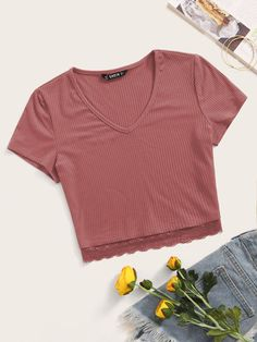 To find out about the V-neck Lace Hem Rib-knit Top at SHEIN, part of our latest T-Shirts ready to shop online today! Grunge Look, 90s Grunge, Grunge Style, Cropped Tops, Cute Crop Tops, Teen Crop Tops, Black Crop Tops, Girls Fashion Clothes, Teen Fashion Outfits