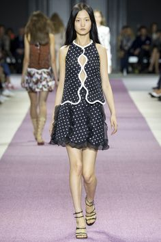 Giambattista Valli Spring 2016 Ready-to-Wear Fashion Show - Wangy Xinyu
