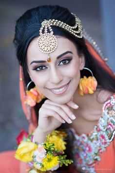 Absolutely gorgeous dulhan on her mendhi day!