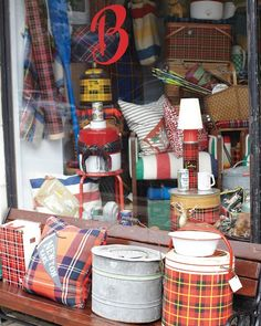 Andersonville, Chicago, Travel Guide - Swedish American Museum, Ann Sather, Brimfield, etc.