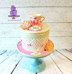 Hat Box Cake by The Violet Cake Shop: used Filigree Damask Pattern Onlay