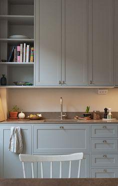 Kitchen And Bath, New Kitchen, Kitchen Dining, Kitchen Decor, Kitchen Cabinets, Modern Shaker Kitchen, Villa, Home Decor Inspiration, Decor Ideas