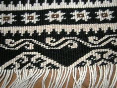 The piece was woven on a backstrap loom then finished with some pretty intricate twining. Flax Weaving, Weaving Textiles, Weaving Patterns, Loom Weaving, Tablet Weaving, Hand Weaving, Maori Patterns, Native American Baskets, Tapestry Crochet Patterns
