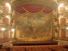 Teatro da Paz em Belém, PA, Brasil. Foto por Alessandra Rosa.      Peace Theatre in Belem, PA, Brazil. Photo by Alessandra Rosa.