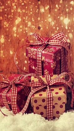 christmas presents wallpaper ~ weihnachtsgeschenke wallpaper christmas presents wallpaper ~ On A Budget christmas presents. For Mom christmas presents. For Teenagers christmas presents Christmas Mood, Noel Christmas, All Things Christmas, Christmas Presents, Christmas Cards, Christmas Decorations, Christmas Phone Wallpaper, Holiday Wallpaper, Free Christmas Wallpaper Backgrounds
