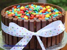 tarta de cumpleaños con lacasitos
