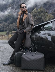 "misspeddie: ""gentlemansessentials: ""Bags Gentleman's Essentials "" His style, those bags, the scenery 😍😍😍 "" Gq, Gentleman Mode, Gentleman Style, Sharp Dressed Man, Well Dressed, Male Fashion Trends, Elegant Man, Look At You, Dapper"