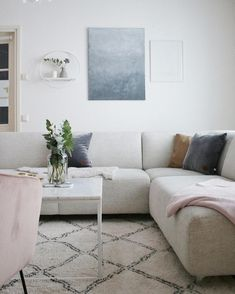 I'd put a more contemporary coffee table here.pink and blue living room Chic Living Room, Living Room Kitchen, Home And Living, Living Room Decor, Dining Room, Decoration Inspiration, Interior Inspiration, Decor Ideas, Interior Design Tips