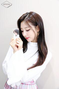 Woollim Naver Post with LOVELYZ Yein Kpop Girl Groups, Kpop Girls, Yein Lovelyz, Woollim Entertainment, Sweet Girls, My Girl, Asian Girl, Idol, Singer