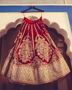 We are loving Mehak Kalra's classic deep red lehenga at her destination wedding at Jaipur. Indian Bridal Outfits, Indian Bridal Lehenga, Indian Bridal Fashion, Indian Bridal Wear, Indian Dresses, Bridal Dresses, Indian Wear, Wedding Lehnga, Indian Clothes