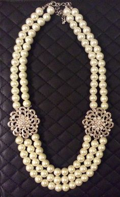 Exquisite pearl and diamante statement necklace. Beautifully made, high quality vintage piece from the . Rhinestone Necklace, Pearl Necklace, Pendant Necklace, Vintage Pearls, Rangoli Designs, Jewelry Collection, Beaded Jewelry, Jewelery, Jewelry Design