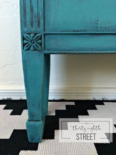 Thirty Eighth Street | Easy And Quick Techniques For Layering Paint. Thirty Eighth Street teaches you how to layer Chalk Paint® by Annie Sloan.