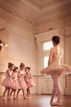 .Dance class.
