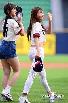 OH MY GIRL - YooA #유아 (Yoo ShiA #유시아) & Arin #아린 (Choi YeWon #최예원) opening…