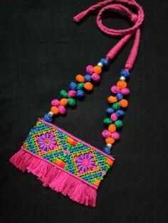 Diy Jewelry Set, Diy Fabric Jewellery, Thread Jewellery, Textile Jewelry, Handmade Jewelry Designs, Handmade Accessories, Jewelry Crafts, Terracotta Jewellery Making, Terracota Jewellery