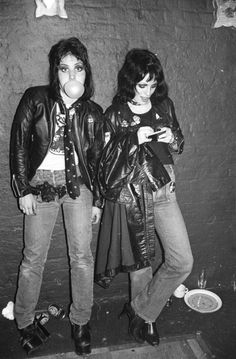 Joan Jett and Gaye Advert, London 1977. Photo by Roberta Bayley.