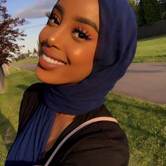 Gorgeous Makeup: Tips and Tricks With Eye Makeup and Eyeshadow – Makeup Design Ideas Hijabi Girl, Girl Hijab, Hijab Bride, Wedding Hijab, Wedding Dresses, Pretty People, Beautiful People, Mode Turban, Turban Hijab