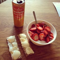#breakfast for a #champ! #celsius #celsiussverige #finncrisp #eggs #quark #strawberries #healthy #eatclean #healthyfood #inspirefood #inspire #cleaneating #Padgram