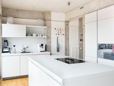 Minimalist Home Interior all-white kitchen.Minimalist Home Interior all-white kitchen European Kitchen Cabinets, Kitchen Base Cabinets, European Kitchens, Luxury Homes Interior, Home Interior, Kitchen Interior, Interior Design, Interior Modern, Reclaimed Wood Door