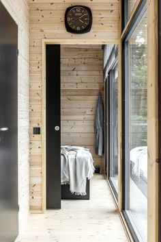 Modern Lake House, Log Home Interiors, Weekend House, Tiny Apartments, Desert Homes, Timber Frame Homes, Glass House, Log Homes, Cottage