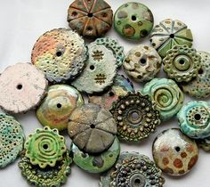 Raku beads - By Lisa Peters Art Ceramic Pendant, Ceramic Jewelry, Ceramic Beads, Ceramic Clay, Ceramic Pottery, Polymer Clay Kunst, Polymer Clay Beads, Clay Projects, Clay Crafts