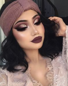 10 Winter Makeup Looks To Copy This Year – UK 10 Winter Make-up Looks in diesem Jahr zu kopieren – UK Gold Eyeliner, Gold Eye Makeup, Glam Makeup, Makeup Inspo, Eyeshadow Makeup, Makeup Inspiration, Makeup Tips, Hair Makeup, Makeup Ideas