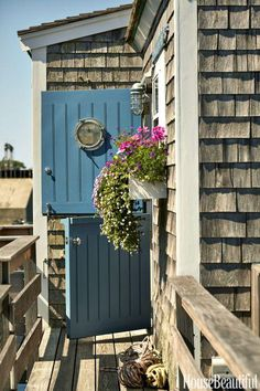 """Peru Easy St Nantucket The front door is painted in Benjamin Moore's Hamilton Blue. """"I find this color very welcoming,"""" says designer Gary McBournie. Nantucket Cottage, Nantucket Style, Nantucket Island, Beach Cottage Style, Beach Cottage Decor, Coastal Cottage, Coastal Living, Coastal Style, Cottage Ideas"""