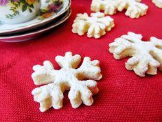 Biscuiti-fulg-de-nea-de-post Romanian Food, Romanian Recipes, Cookies, Desserts, Biscuits, Deserts, Dessert, Cookie Recipes, Postres
