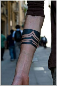 Armband Tattoo Mann schwarz