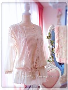 Chloe Borelo - shine champaign spring top designer couture lace frenchlace chic classy fashion womenswear ladieswear vintage high-fashion fashion summer https://www.facebook.com/emilycheongcouture