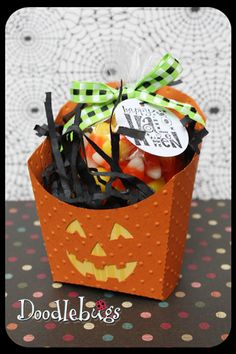 DIY~ Halloween Craft fry box for gifting goodies! Chocolate dipped pretzels would be cute- make them look sort of like festive fries. CTMH AP cricut cartridge cuts the french fry box! Dulceros Halloween, Halloween Paper Crafts, Halloween Goodies, Halloween Projects, Holidays Halloween, Halloween Treats, Fall Crafts, Holiday Crafts, Halloween Decorations