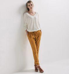 http://www.promod.fr/femme/pantalons/pantalons-chino/pantalon-carrot-fluide-femme-ocre-R3230015062.html